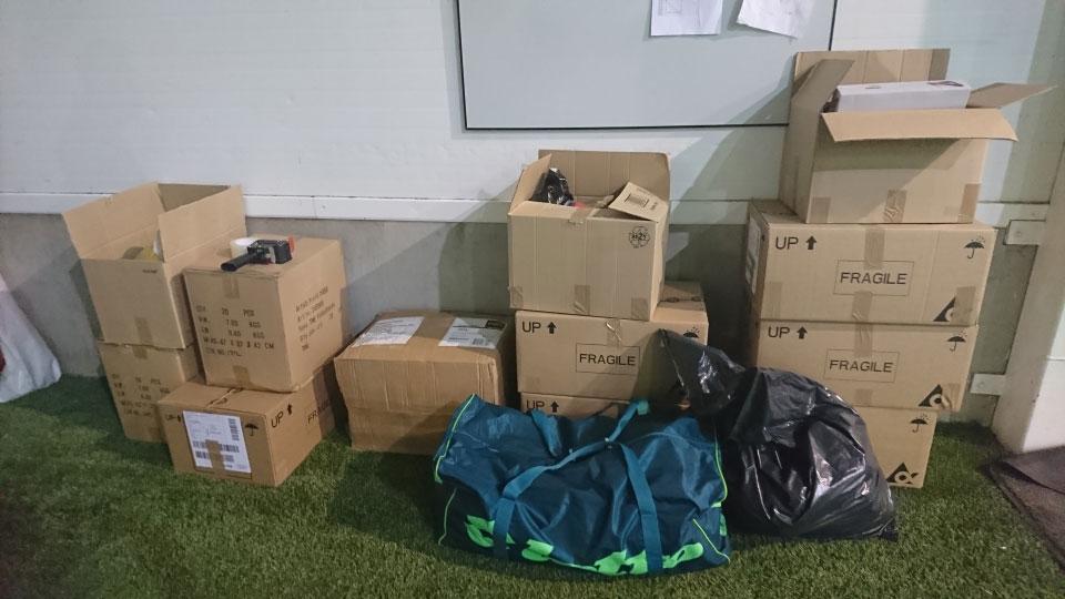 e84e35f7 ... pent brukt fotball utstyr klart til å bli med til Afrika og Taveta. Jan  Ketil Berg leverte sammen med Nor Contakt – 5 esker helt nye sko, bagger,  ...